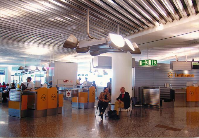 フランクフルト空港乗り継ぎ