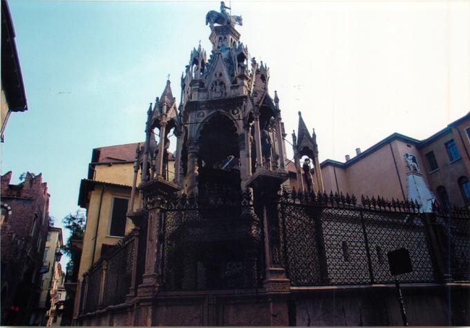 スカラ家のお墓