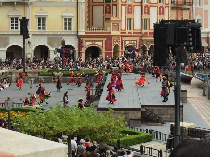 オチェーアノのテラスから見るミッキー広場