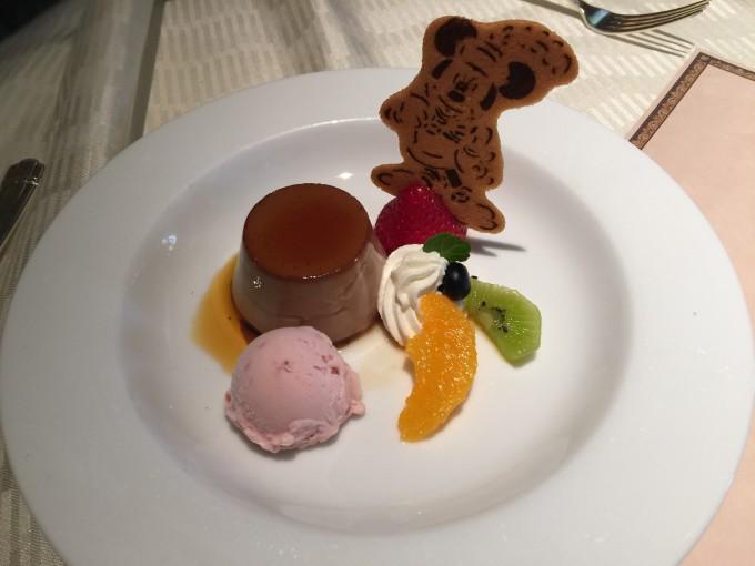チョコレートプディング ストロベリーアイスクリーム添え